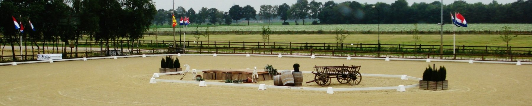 het-zwarte-water-dressuurring-gangenpaarden-1800x360